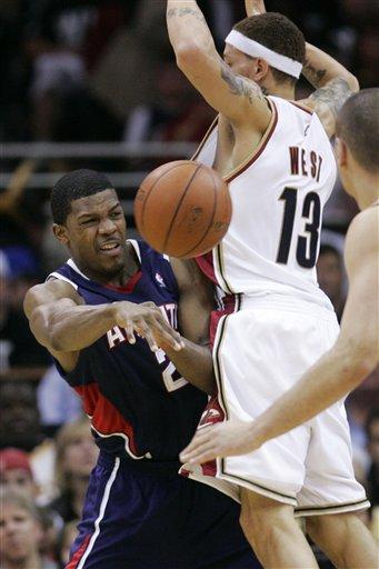 Hawks Cavaliers Basketball